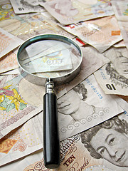 pound notes scrutiny 240px